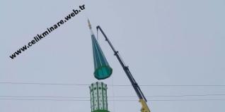 Minareler namaz vaktini bizlere haber veren ezanın okunduğu mekandır. Daha önceleri minarelerin balkonlarında ezanlar okunurdu fakat günümüzde minarelere takılan hoparlör cihazları ezanı tüm şehre yaymaya başlayıp