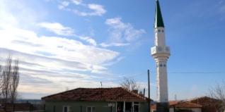 Edirne Valisi Ekrem Canalp'in Lalapaşa ilçesi Saksağan köyünü ziyaretinde vatandaşların talebi üzerine verdiği talimatla köy camisine 70 yıl sonra minare yaptırılması, köylüleri memnun etti.